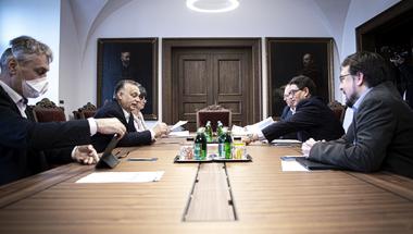Orbán szabadulna a felelősségtől, a járvány azonban egyelőre nem engedi ezt