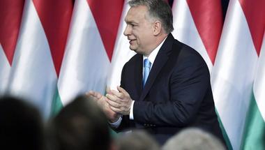 Demográfiai csapda: Valós megoldás helyett ismét a mézesmadzagot választotta Orbán Viktor