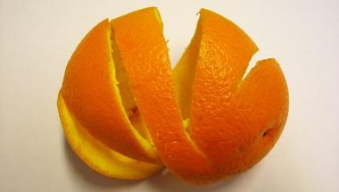 Salgótarján: Meghámozták a kopasz narancsot