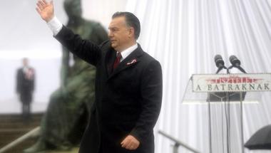 Orbán Viktor kiállt a gödör szélére
