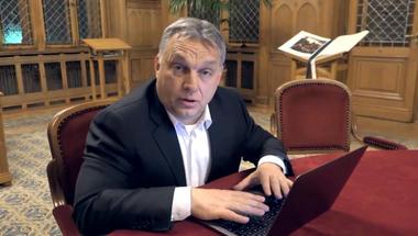 Orbán a digitális térbe kényszerült, ahol egyelőre nem mozog túl otthonosan