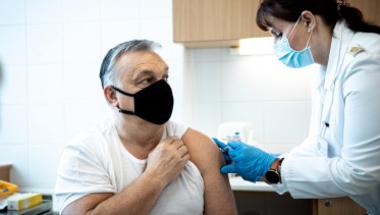 Tényleg balos libernyákok vagyunk, ha nem akarjuk beadatni magunknak a kínai vakcinát?