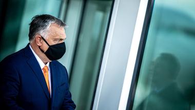 Orbán Viktor lassan, de biztosan visszatér a tavaszi korlátozó intézkedésekhez