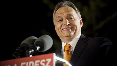 A Fidesz a demokrácia paródiájává züllesztené az áprilisi választást