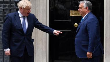 Kínos kérdések, melyekre Orbán Viktornak válaszolnia kellett Londonban