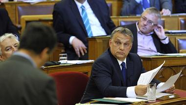 Orbán Viktor harcba indul a zsúrpubik ellen