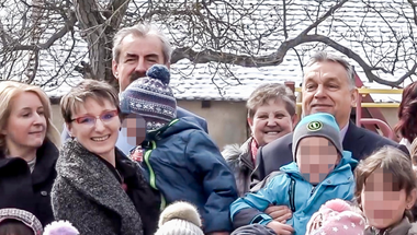 Orbán Viktor tudatosítani akarja bennünk, hogy ő a törvények felett áll