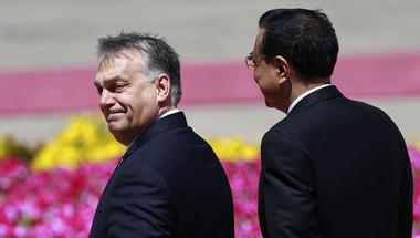Orbán azzal hencegett Kínában, hogy hasít a magyar gazdaság, pedig dehogy...