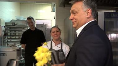 Hirtelen eszébe jutott Orbán Viktornak, hogy nők, szegények és fiatalok is élnek az országban