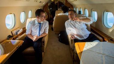 Vajon Orbán Viktor a jövőben repülni fog, vagy a tévé előtt szurkolja végig a Vidi meccseit?