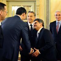 Roma önkormányzat: bérelt autó, fél évre 3 millióért