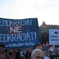 Demokráciát, ne teokráciát!