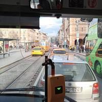 Mióta szabad taxival a villamossínen menni a Kiskörúton?