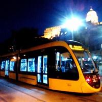 Vajon miért nem áll meg szombaton a 2-es metró a Kossuth téren?