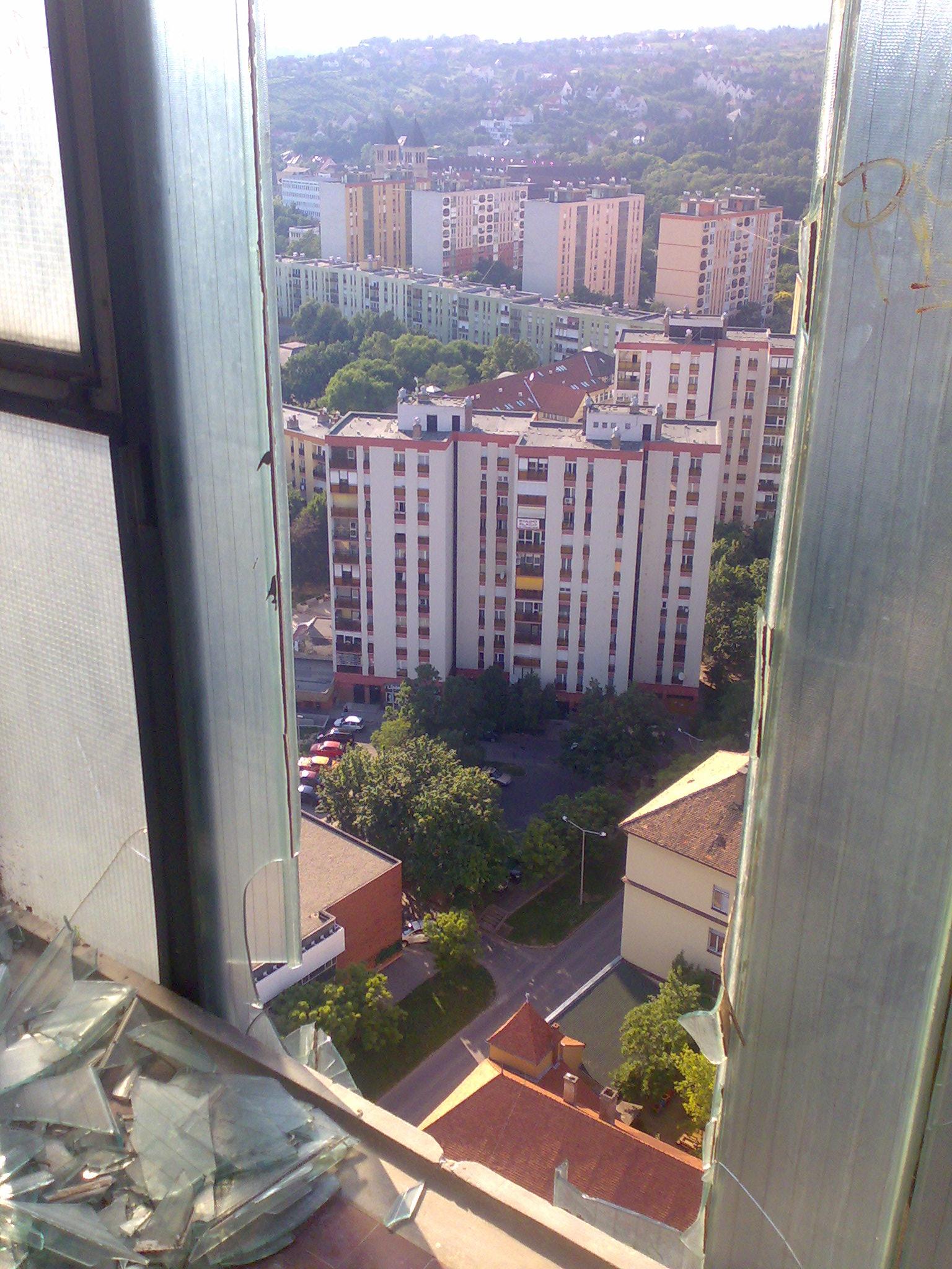 Kilátás a lépcsőházból.jpg
