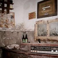 Elhagyatott műhely a pincében