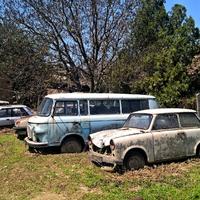 Roncsok: NDK-s járművek egy autószerelőnél