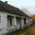 Elhagyatott falusi parasztház a Bakonyban
