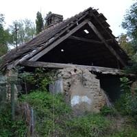 Elhagyatott falusi parasztház