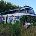 Roncsok: Neoplan az út szélén