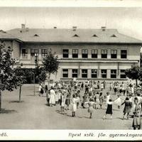 Elhagyatott nevelőotthon a Balaton partján