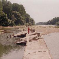 Világháborús betonhajó a Duna mellékágában