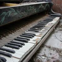 Csodaszép zongorát találtunk egy elhagyatott épületben