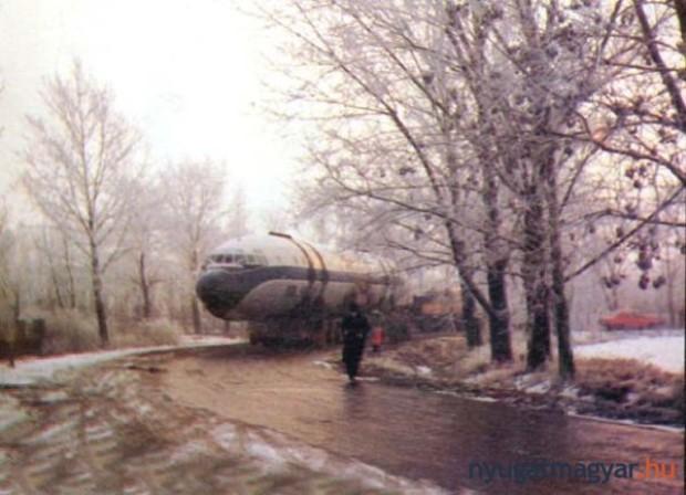 asp_620_il-18-pápáról-szállítás.jpg