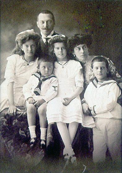 gr_szechenyi_antal_csaladja_1910_1867-1924_96dpi.jpg