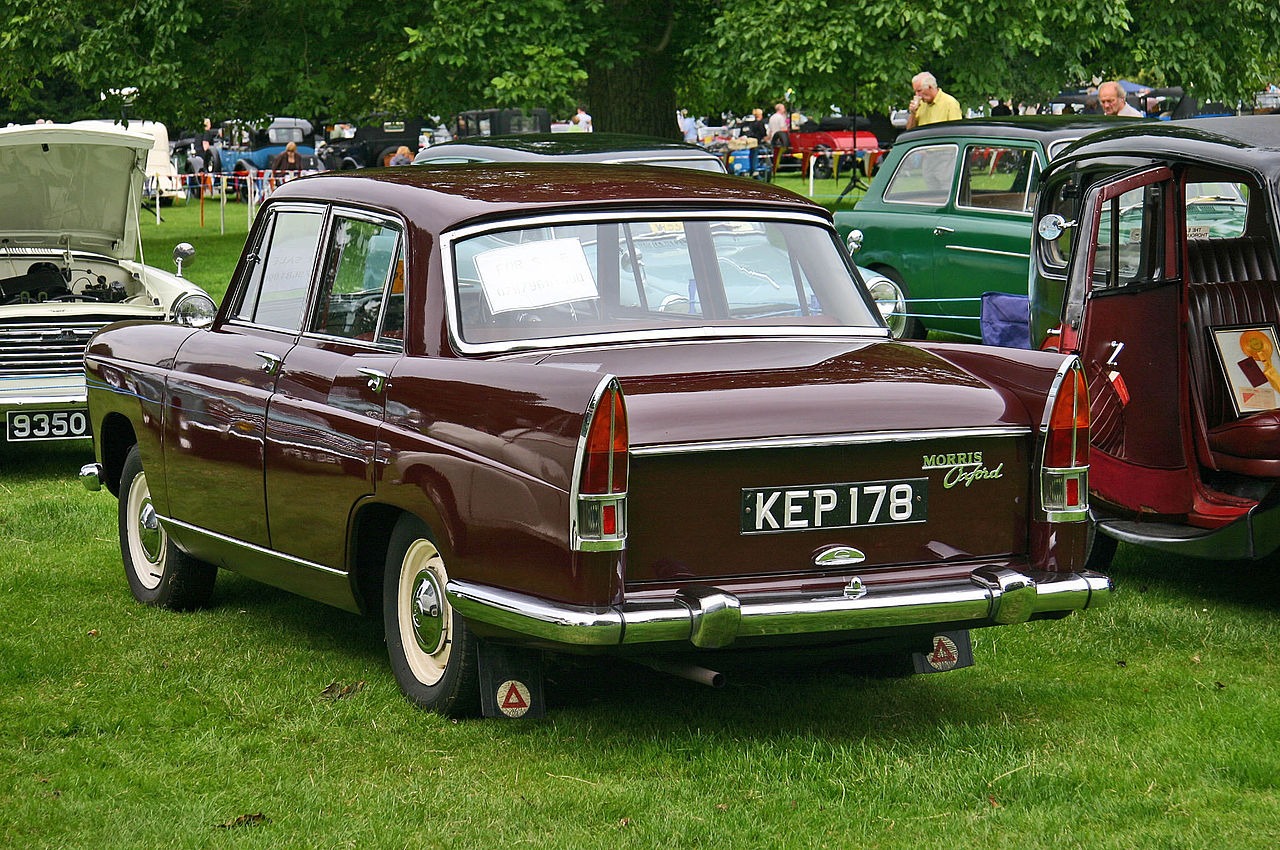 morris_oxford_series_v_rear.jpg