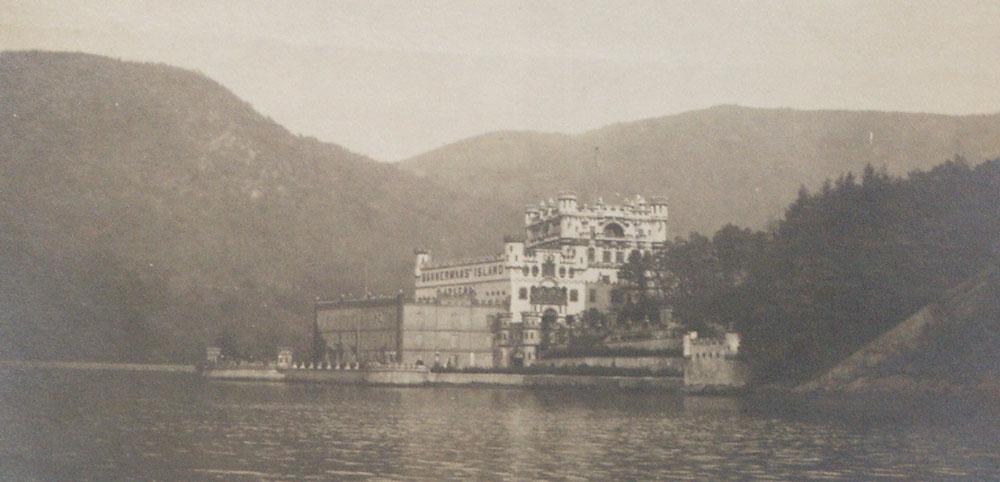 1386808244-UID_68_Vintage Bannerman Castle.jpg