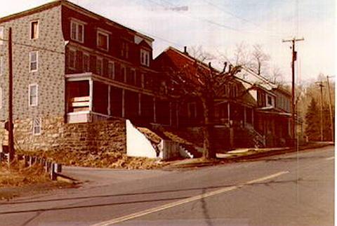 700-block-n-locust-1982.jpg