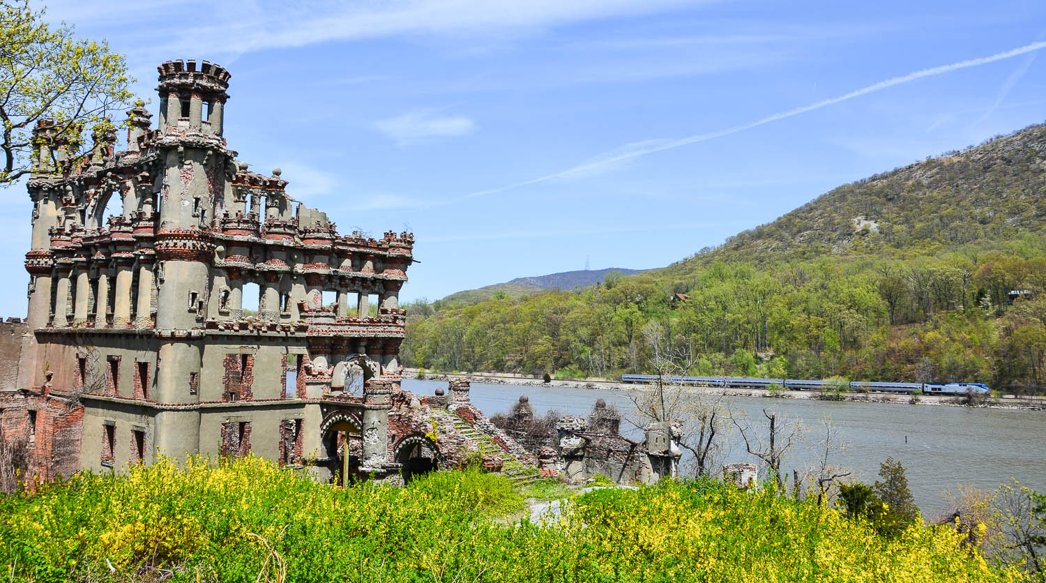 Bannerman-Castle-train-in-background.jpg