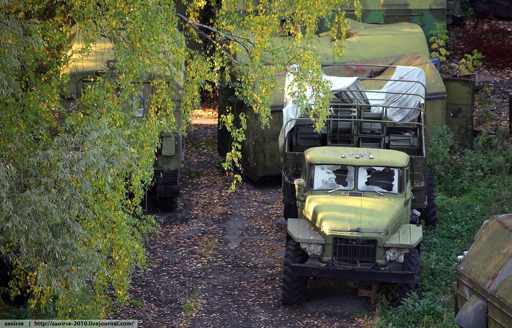 abandoned-base-soviet-military-equipment-14.jpg