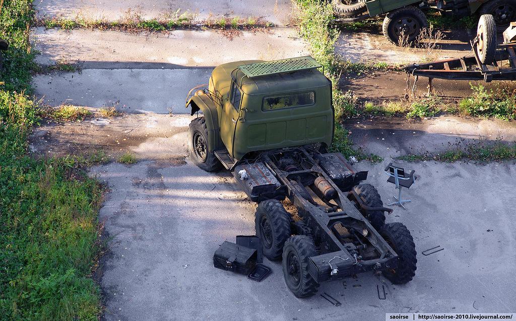 abandoned-base-soviet-military-equipment-17.jpg