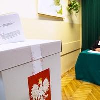 Lengyelország is választ