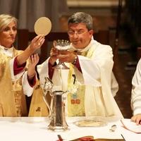 Ha nő a pap – egy ordinációs vita hatása és története