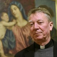 Meghalt a váci püspök fogadott fia
