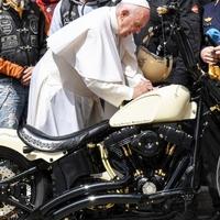 Holy Davidson: árvaház épül Afrikában a pápa által dedikált motor árából