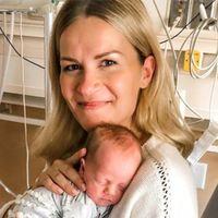 Végre megfoghatta kisbabáját a kómába került anyuka