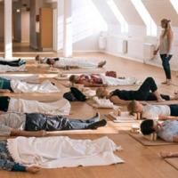 Aludni tanítják a finneket