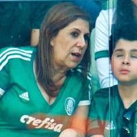 A vak kisfiúnak édesanyja közvetíti kedvenc csapata minden meccsét