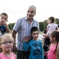 Limuzinnal repíti haza a beteg gyerekeket a szegedi taxis