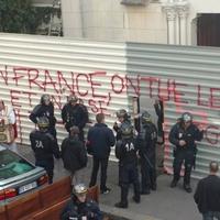 Papokat vernek francia rendőrök?