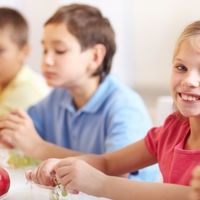 A dietetikus szerint ne pénzt adjanak, hanem csomagoljanak a szülők