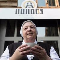 Ingyenkonyhával várnak az apácák Londonban