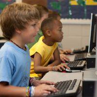 Még mindig alig használjuk az internetes és tévés gyerekzárakat