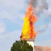 Ég a betlenszentmiklósi unitárius templom tornya