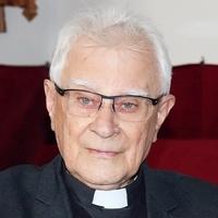 Gyulay Endre: Több lenne a papi hivatás, ha mosolygósabbak lennének a papjaink