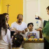 Muszlimból keresztény, menekültből testvér